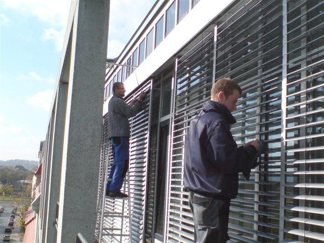 Reinigung von Außenjalousien, Licht- und Wetterschutzvorrichtungen, Sonnenschutz, Lamellenreinigung pro Lamelle, reinigen der Fenster und Verglasung, Lampenreinigung, Pflanzenpflege