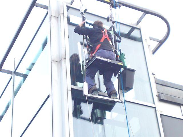 Wagner Glasreinigung und Fassadenreinigung Außenfassade Hilfe Bootsmannsitz Arbeitsbühne ist an dieser Stelle nicht möglich