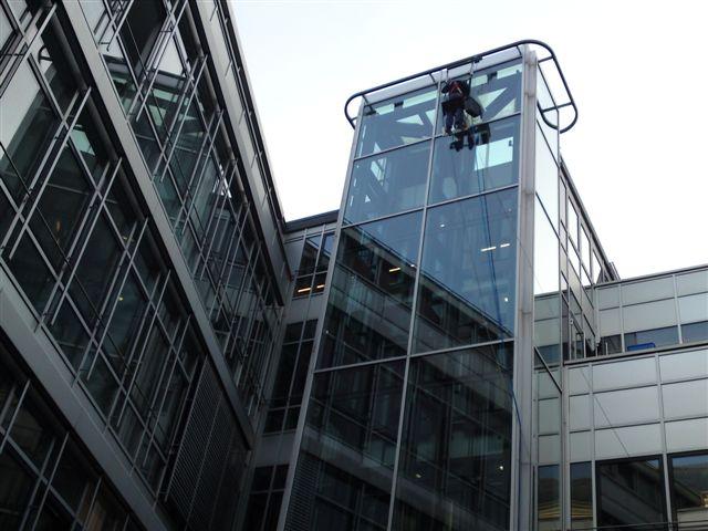 Wagner Glasreinigung und Fassadenreinigung Photovoltaik-Anlagen reinigen