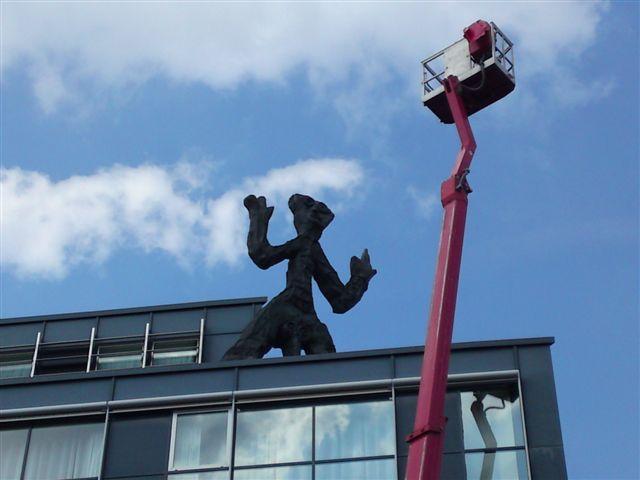 Glasreinigung bis 1500 qm täglich durch dresdner Meisterbetrieb, Reinigung von Glasdecken und Fassaden
