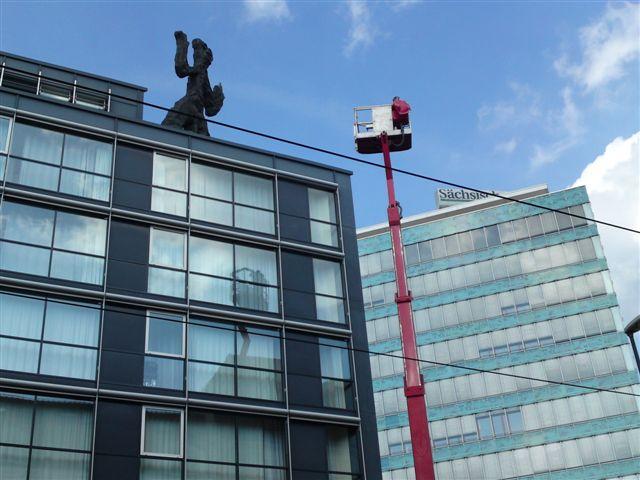Glasreinigung bis 1500 qm täglich an Hotels, Wohngebäuden oder Bürokomplex