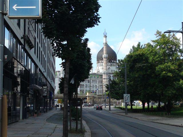 Glasreinigung für alle Verglasungen, egal ob Hotelkomplex, Wohngebäude oder Büro