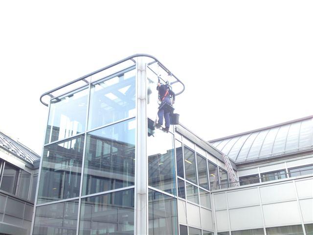 Wagner Glasreinigung und Fassadenreinigung mit Bootsmannsitz