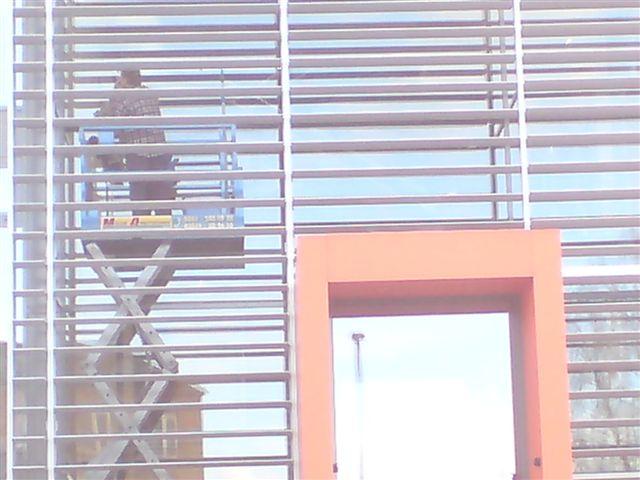 reinigen solaranlage hydraulische Scherenhebebühne Lift HausmeisterService